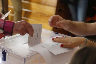 GRA125 MADRID, 26/06/2016.- Votaciones para la jornada de elecciones generales que vive hoy el país en el colegio Sagrada Familia de Madrid. EFE/Paco Campos
